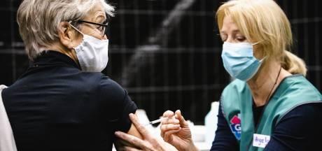 Zestigplussers, zwaarlijvigen en mensen met Down uit Gelderland moeten langer wachten op coronaprik