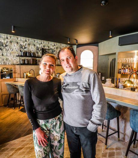 """Pascal en Heidi ruilen kantwinkel voor gloednieuwe horecazaak: """"Zo blij dat we vandaag eerste klanten mogen ontvangen"""""""