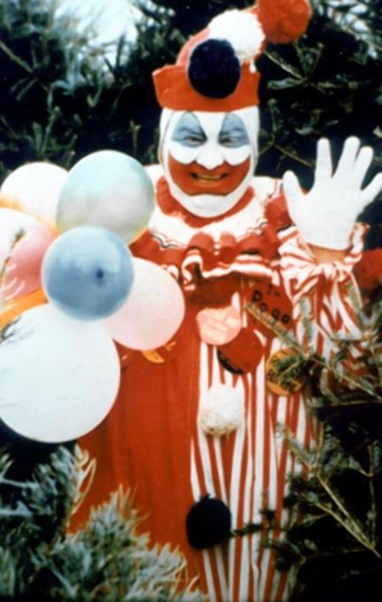 John Wayne Gacy. Amerikaanse seriemoordenaar die in het dagelijkse leven als clown de kost verdiende in de jaren zeventig. Bijnaam 'de killerclown' Beeld