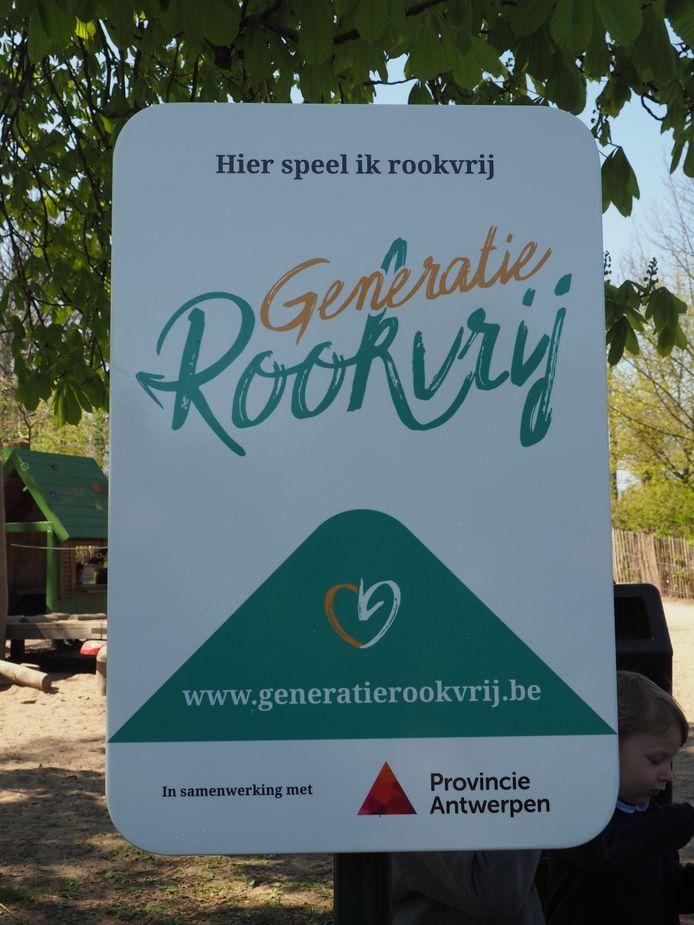 Ook andere steden en gemeenten tekende het charter Generatie Rookvrij. Het eerste 'Generatie Rookvrij'-bord in het Vrijbroekpark in Mechelen.