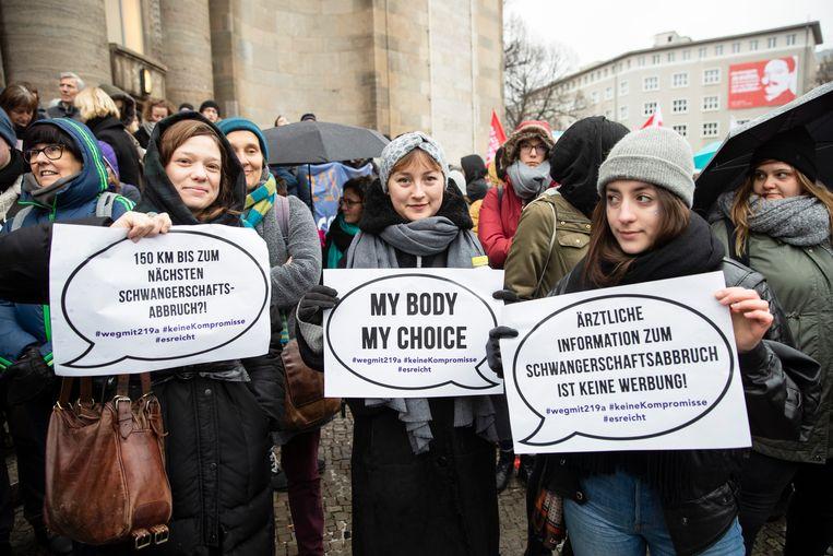 Demonstratie in Berlijn in 2019 tegen de wet die het publiekelijk delen van informatie over abortus verbiedt.   Beeld NurPhoto via Getty Images
