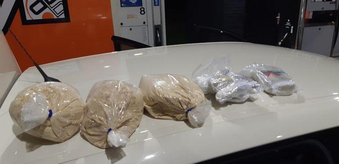 De drugs werden aangetroffen in de auto van de man.