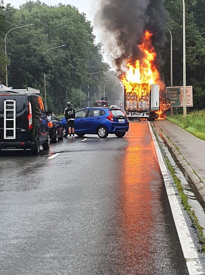 Un camion a pris feu sur la N5 à hauteur de Gerpinnes