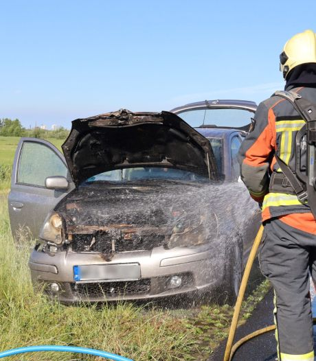 Help! Je auto vliegt spontaan in brand. Wat moet je dan doen?