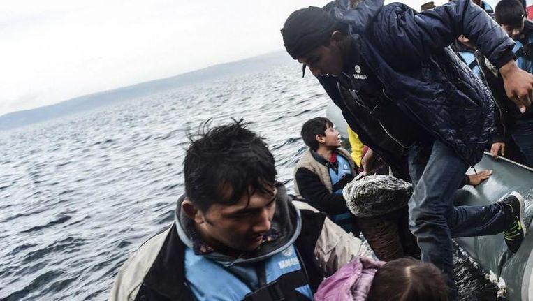 Vluchtelingen komen aan op het Griekse eiland Lesbos Beeld anp