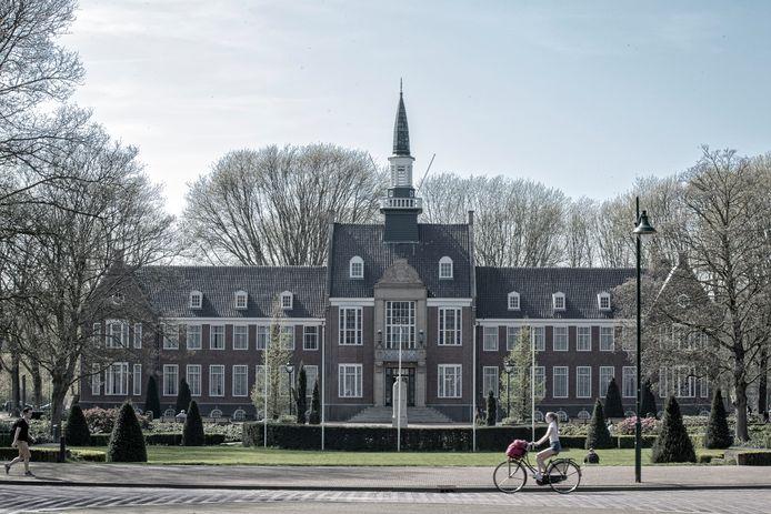 Een sfeerimpressie van de staat 2018 van het oude Alphense Stadhuis / gemeentehuis gebouwd in 1938.