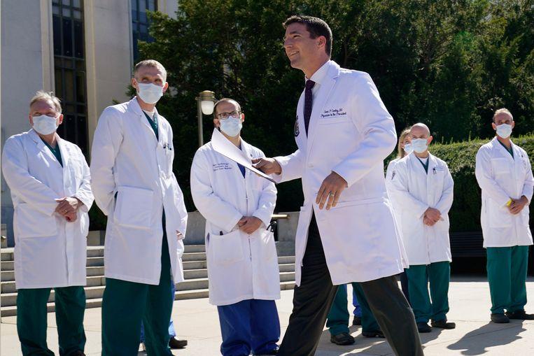 Dokter Sean Conley, het hoofd van het medisch team van Trump. Beeld AP