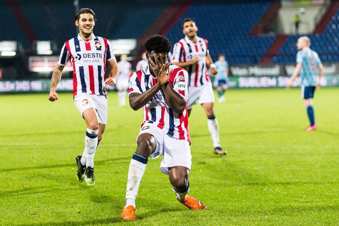 Kwasi Wriedt viert zijn doelpunt tegen Ajax eerder dit seizoen. Willem II speelde toen 1-1 gelijk tegen de titelkandidaat uit Amsterdam.