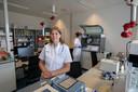 Klinisch moleculair bioloog Birgit Deiman in het laboratorium van het Catharina Ziekenhuis.