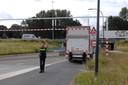 De vrachtwagen liep door de klap lichte schade op.