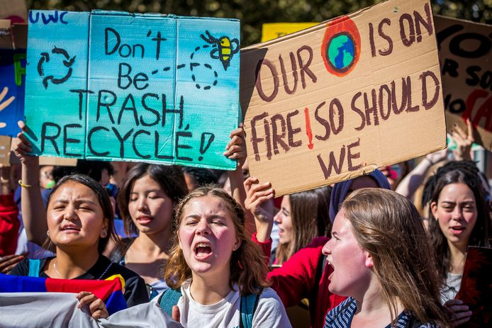 Archieffoto: Demonstranten lopen in een klimaatmars door de stad.