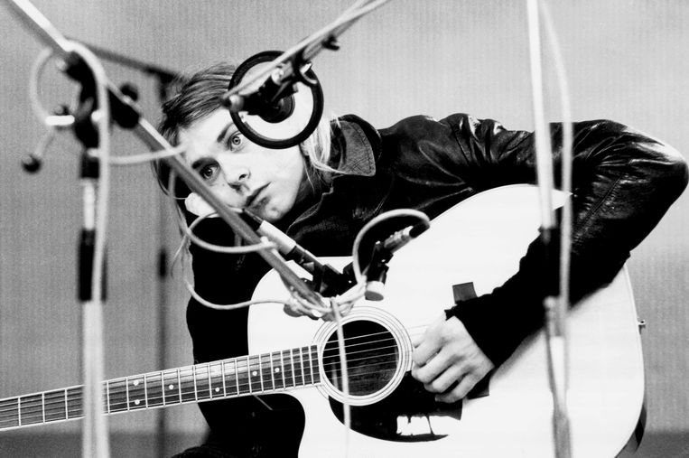Kurt Cobain in een studio bij Hilversum. De zanger van Nirvana kwam 27 jaar geleden op 27-jarige leeftijd om het leven door zelfdoding. Beeld Redferns