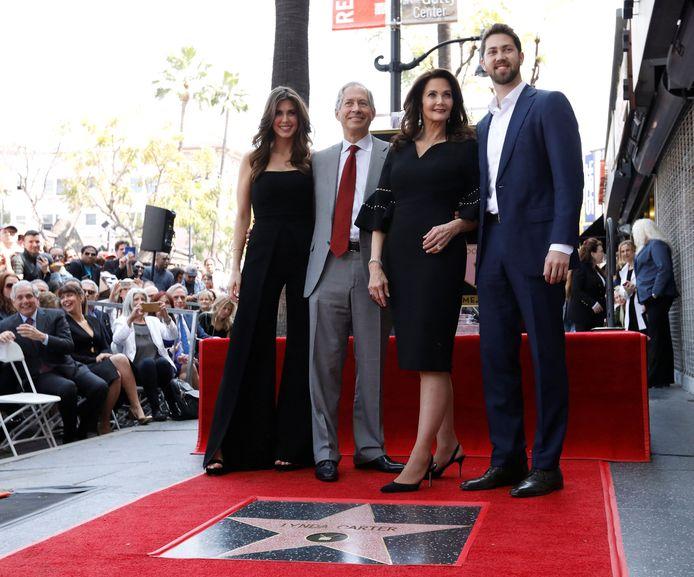 Lynda Carter met haar echtgenoot Robert A. Altman en hun kinderen Jessica en James.