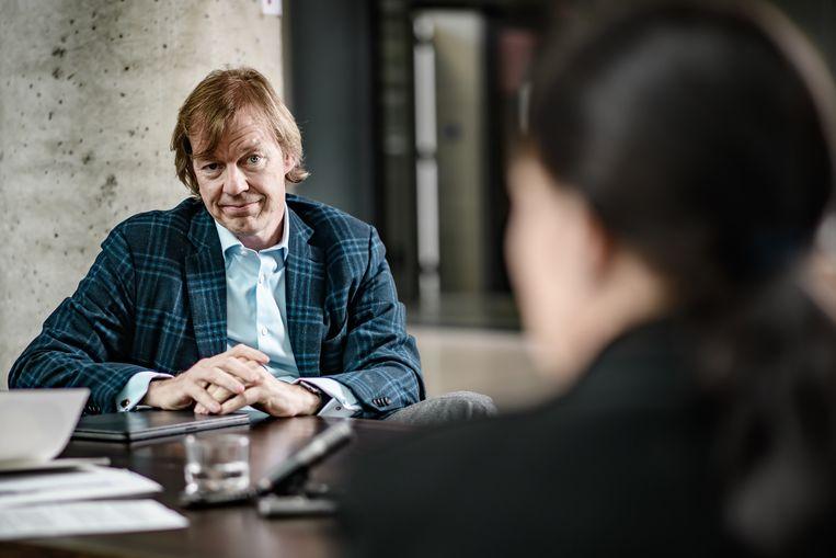 Robin Van Look: 'Ik heb een haartransplantatie laten doen. Niet in Turkije, maar hier. En ik vind het leuk dat ik nog altijd meer haar heb dan vóór mijn transplantatie vijftien jaar geleden.' Beeld Geert Van de Velde