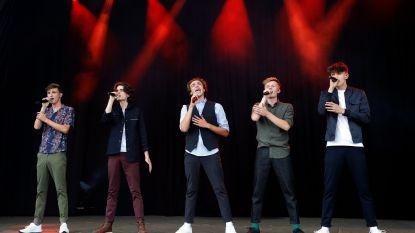 """Zo klonk het eerste optreden van BOBBY, de boyband van Miguel Wiels: """"Ongelofelijk, al die meisjes die speciaal voor ons gekomen zijn"""""""