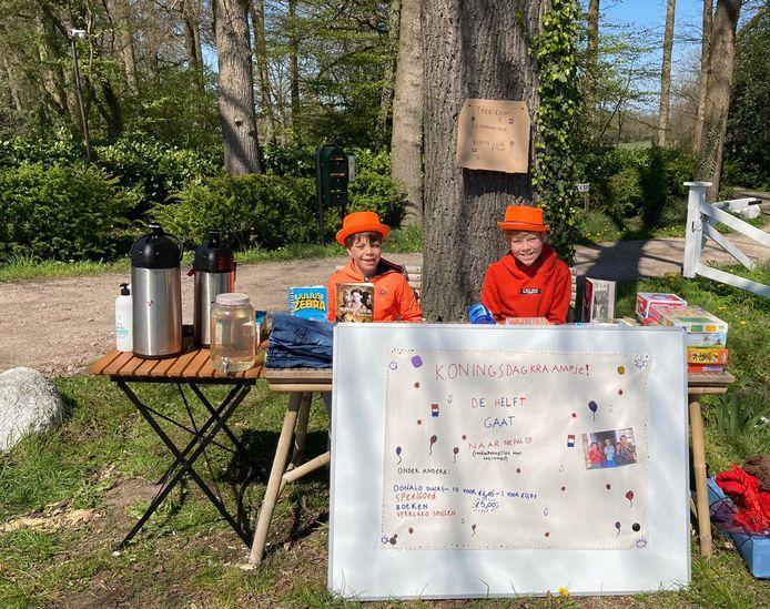 Toch een Koningsdagkraam, in De Lutte. De 12-jarige Yannick Spencer haalde er samen met zijn broer Joshua 95 euro mee op, die geheel naar een goed doel ging.
