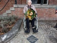 Honderdjarige Annie uit Liempde vereeuwigd in tegel