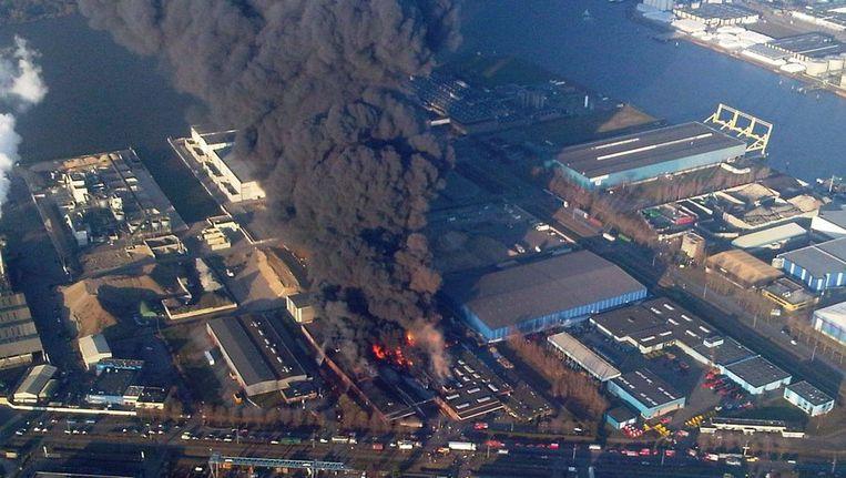 In januari woedde een grote brand bij chemiebedrijf Chemie-Pack in Moerdijk. © ANP Beeld anp
