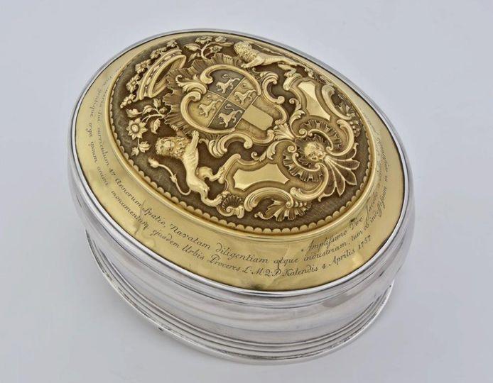 De zilveren tabaksdoos van stadssecretaris Jacob van Belle uit de achttiende eeuw. Foto: Museum Rotterdam