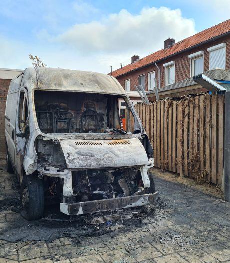 Weer serie autobranden in Oss; 'Wat kun je eraan doen, ik moet toch ergens parkeren?'