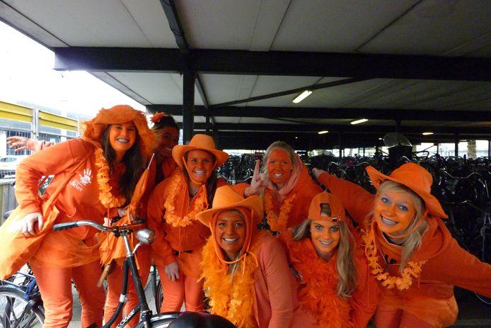 Deze aspirant-leden van Laurentius hadden in 2013 de grootste lol met de opdracht om zich geheel in het oranje te hullen, als onderdeel van de ontgroening. De kennismakingstijd mag dit jaar niet doorgaan vanwege corona.