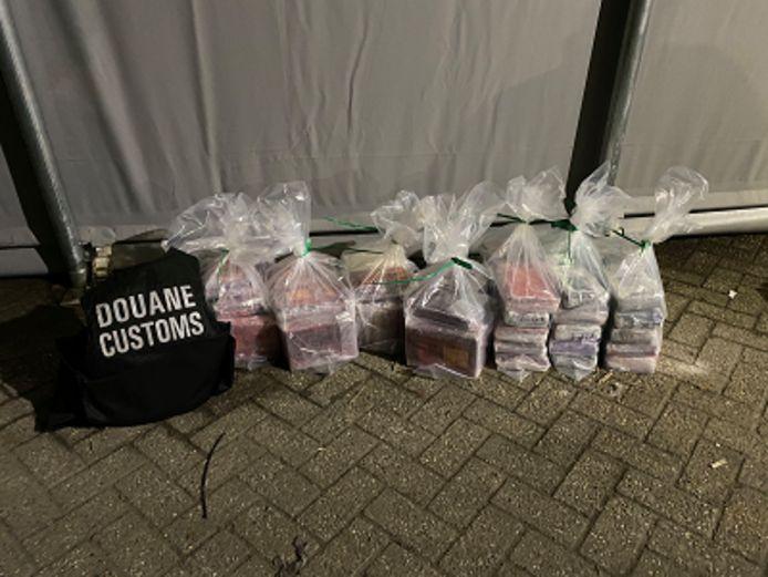 De Douane onderschepte een partij cocaïne bij een controle bij een bedrijf in de omgeving van Roosendaal.