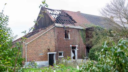 Uitslaande brand vernielt leegstaande woning: politie en parket openen onderzoek