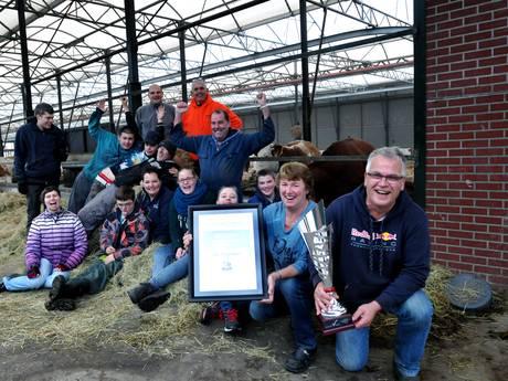 Duijndam en team dolbij met ondernemersprijs