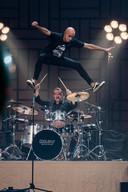 """""""Tijdens onze shows was er een nummer waarop ik altijd op zijn drumpodium kroop om er dan met een spectaculaire jump weer van te springen. Dat is eigenlijk altijd ons moment geweest en is iets dat me altijd bij zal blijven."""""""