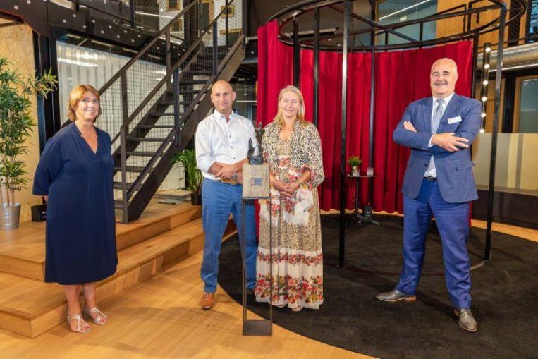 Vlnr. Karin Van De Velde (voorzitter Voka Limburg), Axel Verberckmoes en Gianne Levenstond (zaakvoerders Levenstond Seafood) en Johann Leten (gedelegeerd bestuurder, Voka Limburg).