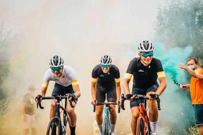 De Zwolse Bas Tietema fietste met zijn kompanen Devin van der Wiel (links) en Josse Wester (rechts) al eens een eigen Ronde van Vlaanderen: nu zijn de mannen genomineerd voor een Televizier-Ster.