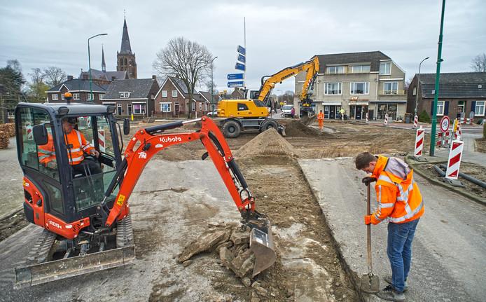 Werkzaamheden aan rotonde Zevenbergseweg-Osseweg In Berghem.