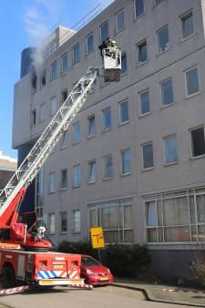 Wéér brand in flat aan de Heuvellaan, nu op bovenste verdieping