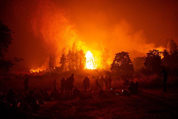 Beeld van een van de bosbranden die Griekenland eerder dit jaar teisterde.