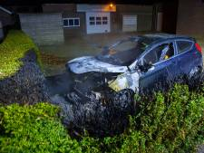 Geparkeerde auto verwoest door vlammen in Schijndel