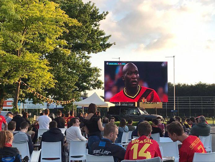 In Westerlo daagden zo'n driehonderd fans op om naar de voetbalkunsten van Lukaku te kijken