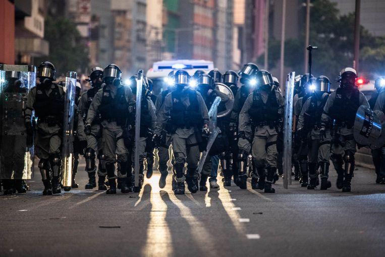 Oproerpolitie in Hongkong tijdens de zware protestgolven vlak voor de coronapandemie uitbrak. Beeld Photo News