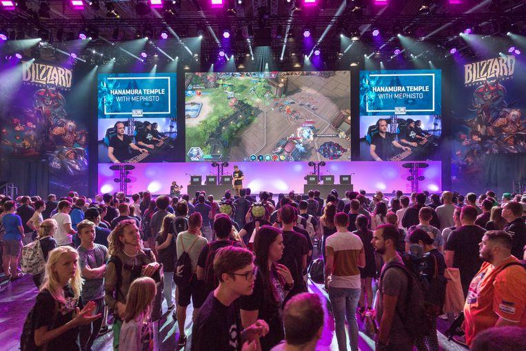 De stand van uitgever Blizzard Entertainment, bekend van 'Overwatch' en 'World of Warcraft', op Gamescom. Beeld Koelnmesse