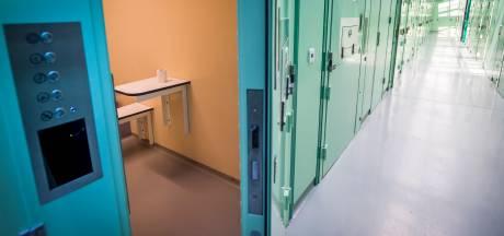 Verdachte woningoverval verkracht in politiecel, moest bewaker bevredigen, meldt OM