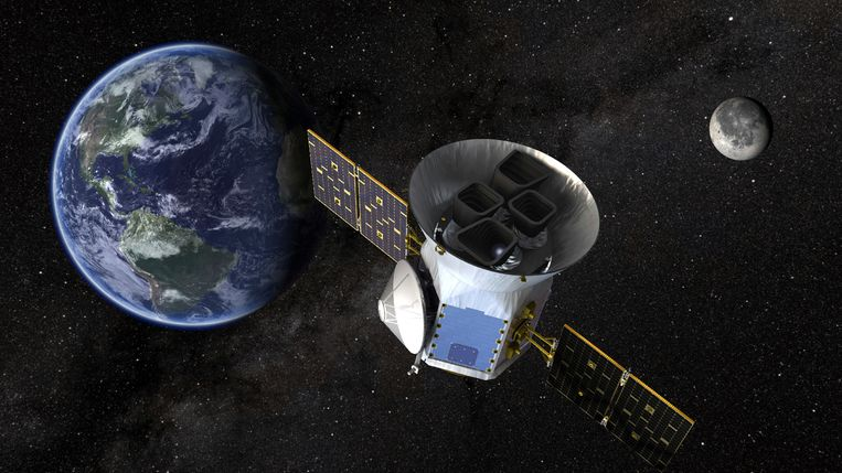 Een illustratie van Transit Exoplanet Survey Satellite (Tess), die woensdagavond omhoog gaat. Beeld NASA via AP