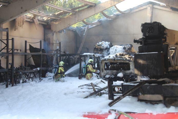 Bij de brand in de loods in juli 2019 gebruikte de brandweer heel veel blusschuim.