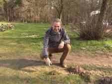 Bioloog Jos leert je zoeken naar molshopen tijdens de nationale mollentelling