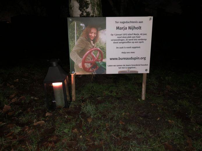 Het herdenkingsbord voor de cold case Marja Nijholt in Oss.
