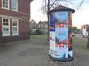 Geen verkoop van kerstbomen dit jaar op het plein voor het Badhuis aan de Daalseweg, wel reclame voor een kerstbomen-drive-in.