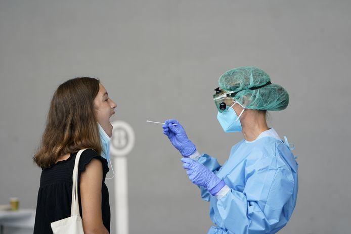 De verkeerde resultaten betreffen vooral mensen met milde symptomen die zichzelf hebben getest met behulp van zogenaamde PCR-tests.