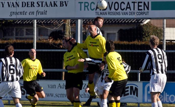 Gemert tegen UNA uit 2010. Volgend seizoen komen de twee grootmachten uit in de zelfde competitie