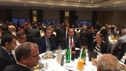 """Bart De Wever neemt deel aan ramadanmaaltijd iftar: """"Zeer boeiend"""""""
