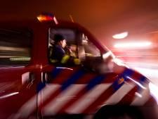 Vrachtwagen raakt gasleiding: brandweer zet omgeving af