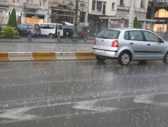 Wisselvallige zondag met stevige regen- of onweersbuien, volgende week niet veel beterschap
