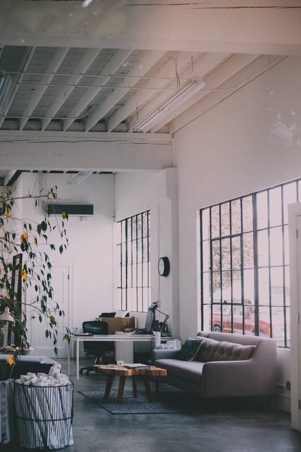 Door verschillende tinten grijs te combineren, krijgt je interieur een rustige, kalme uitstraling en ontstaat er een mooi geheel in je interieur.